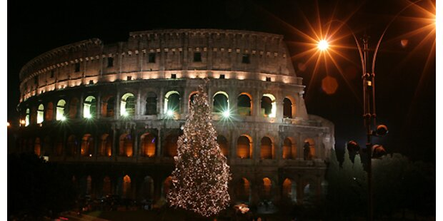 Kolosseum erleuchtet bei abgewendeter Todesstrafe