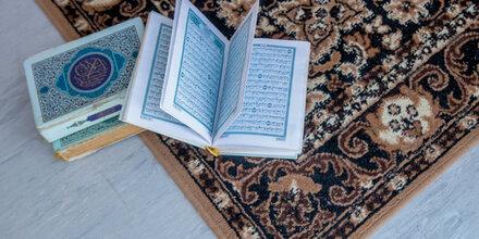 Tausende Muslime müssen Koran an Behörden abgeben