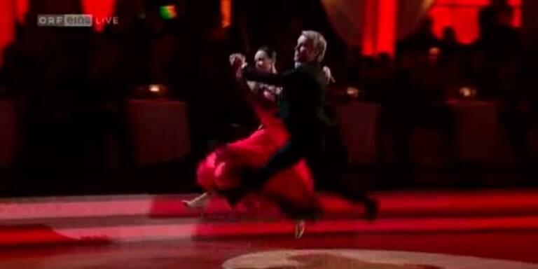 Uwe Kröger tanzt einen Quickstepp