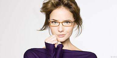 Kräftigere Brille für herzförmiges Gesicht