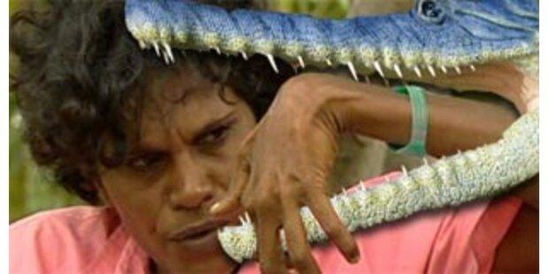 Mann rettet Ehefrau aus dem Maul eines Krokodils