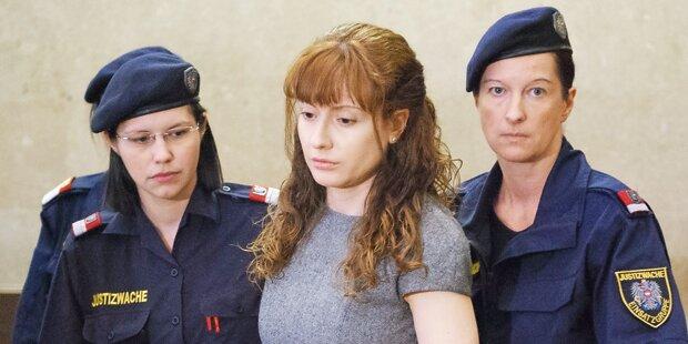 Esti kämpft um Liebe in Kuschelzelle
