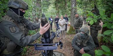 Verteidigungsministerin Tanner auf Truppenbesuch in Amstetten