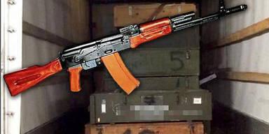 Polizei stoppt LKW mit 200 scharfen Kriegswaffen