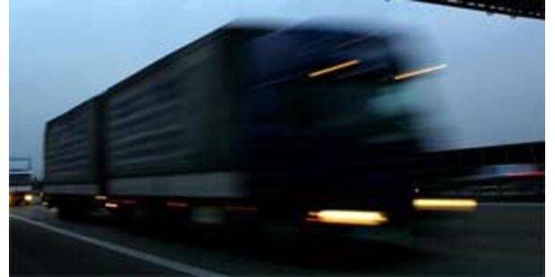 LKW stürzte in Großarl 15 Meter ab