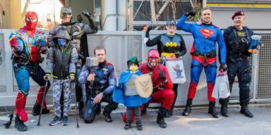 Superhelden überraschen  Kinder im St. Anna Kinderspital