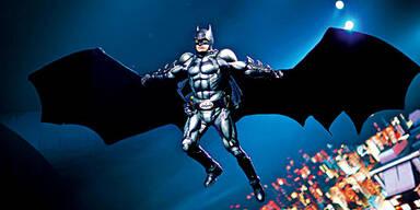 Batman fliegt durch die Stadthalle