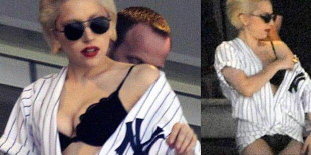 Gaga ging in Dessous zu Baseballspiel