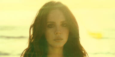 "Neue Single ""West Coast"" verzaubert die Fans der ""Queen Of Sadness""."