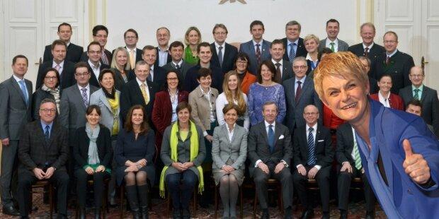 FPÖ-Abgeordnete auf Foto vergessen