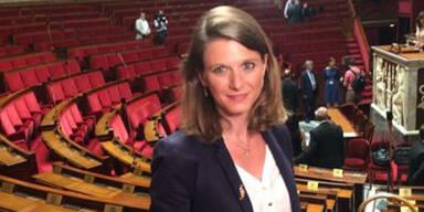 Hübsche Politikerin (33) verteilt Flugblätter - und bekommt eine Ohrfeige