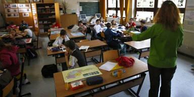 Opposition kritisiert Lehrer und Schmied