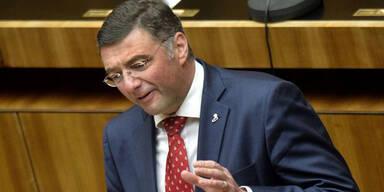SPÖ fordert Rücktritt von Blümel