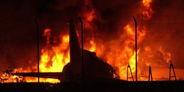 Tausende Küken in Fracht-Jet verbrannt