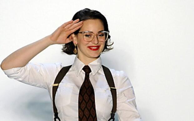 Mit Tattoo und Schlips: Designerin Lena Hoschek