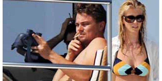 Wieder getrennt? Leo auf Ibiza, Bar in St. Tropez