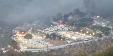Tausende fliehen vor Feuer-Inferno in Flüchtlingslager