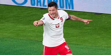 Robert Lewandowski jubelt nach einem Tor für Polen
