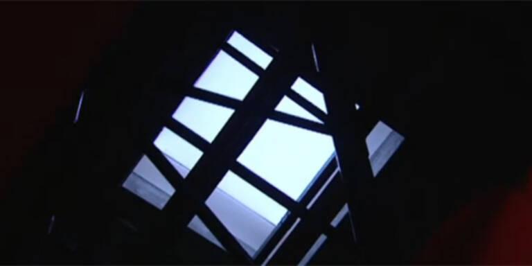 14-Jähriger stürzt durch Dach: tot