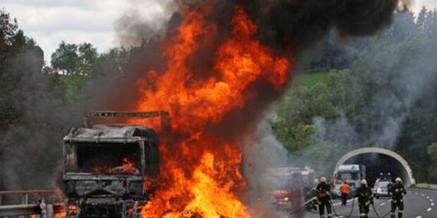 A2 wegen brennendem Lkw gesperrt