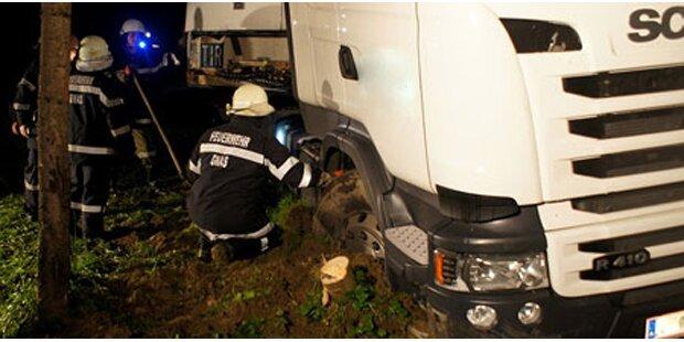 Navi-Unfall: Lkw landet im Gatsch