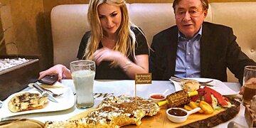 Gold-Steak für Richard Lugner & seine Moni