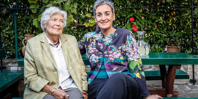 Ulrike Lunacek und Mama Elisabeth im Gespräch