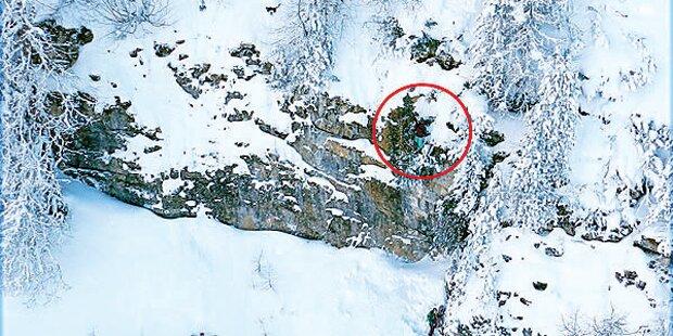 Mädchen hängt 100 Meter über Abgrund