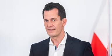 Mückstein scherzt über Corona-Impfung mit Bier