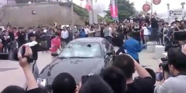 Chinese lässt seinen Maserati zertrümmern