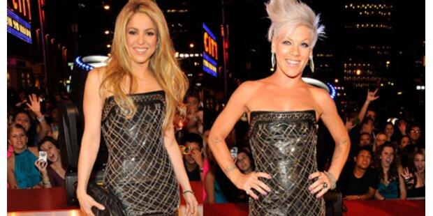 Pink & Shakira im gleichen Kleid