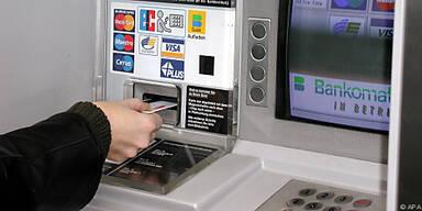 Müssen Bankkunden fürs Geldabheben bald zahlen?