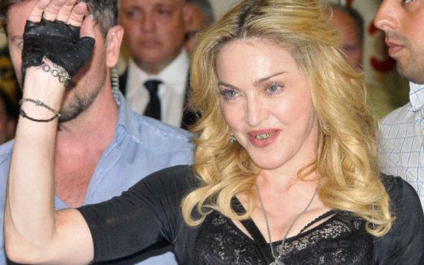Madonna trägt erneut goldenes Gebiss