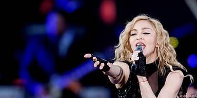 Madonna schickt LKW-Ladung Geschenke nach Malawi