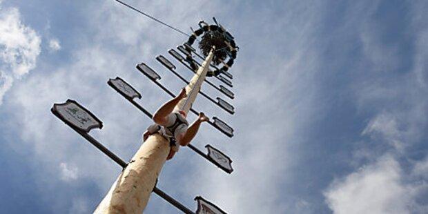 Maibaumkraxler zehn Meter abgestürzt
