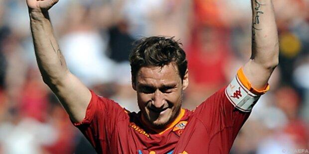 Roma bleibt Inter dank Totti-Doppelpack auf Fersen