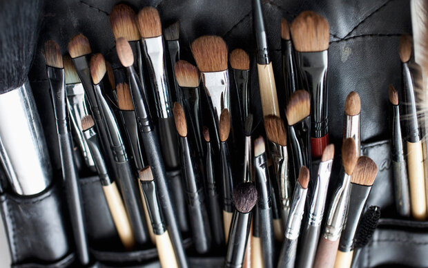 Darum sollten Sie ihre Make-up-Pinsel regelmäßig reinigen