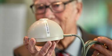 Erfinder schenkt Ur-PC-Maus einem Museum