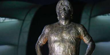 Emotional: Maradona-Statue enthüllt