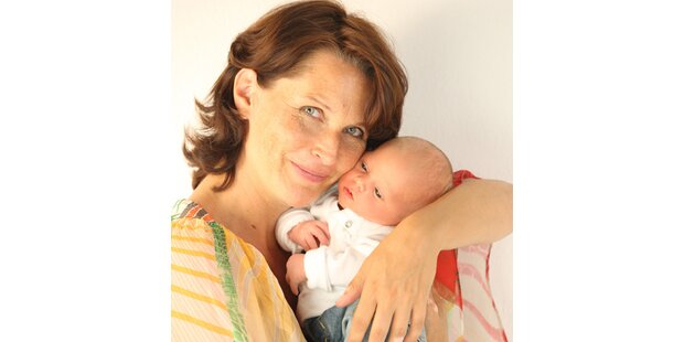 Maya Hakvoort im Babyglück