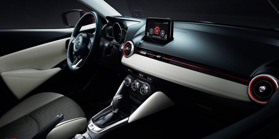 Mazda2_2018_cockpit-960.jpg