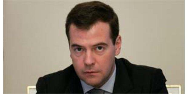 Medwedew erhielt Ausweis als russischer Präsident