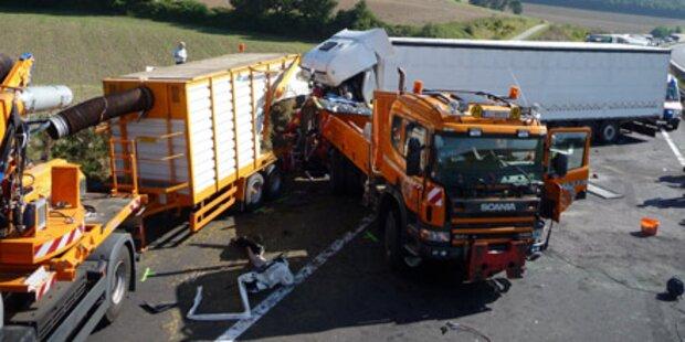 Lkw-Fahrer krachte in Sperre und starb