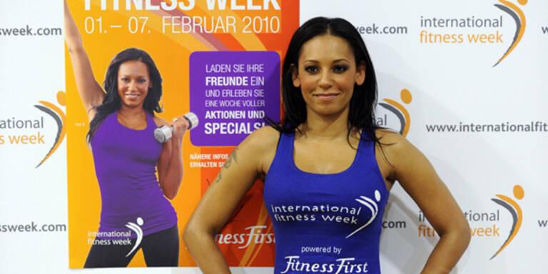 Melanie Brown (Mel B) macht Fitness