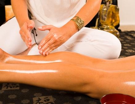 Mensch_Wellness_Massage_Bein_001.jpg
