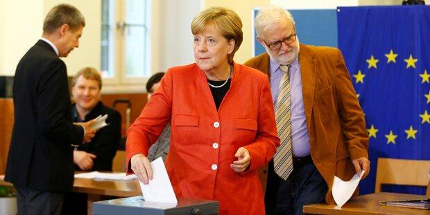 Merkel wählte – und hüllte sich in Schweigen