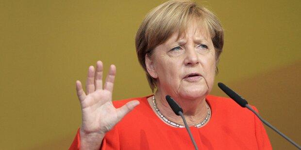 Merkel bei Wahlkampfauftritt mit Paradeisern beworfen