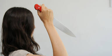 Messer-Frau überfällt Trafik in Wien