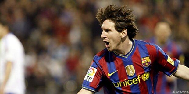 Barca bleibt dank Messi-Triple Real auf den Fersen