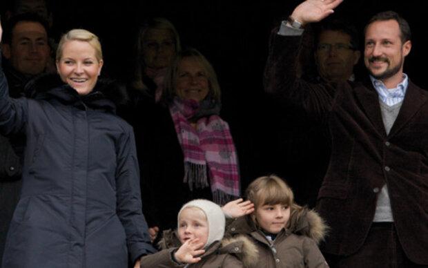 Haakon und Mette-Marit bei Facebook